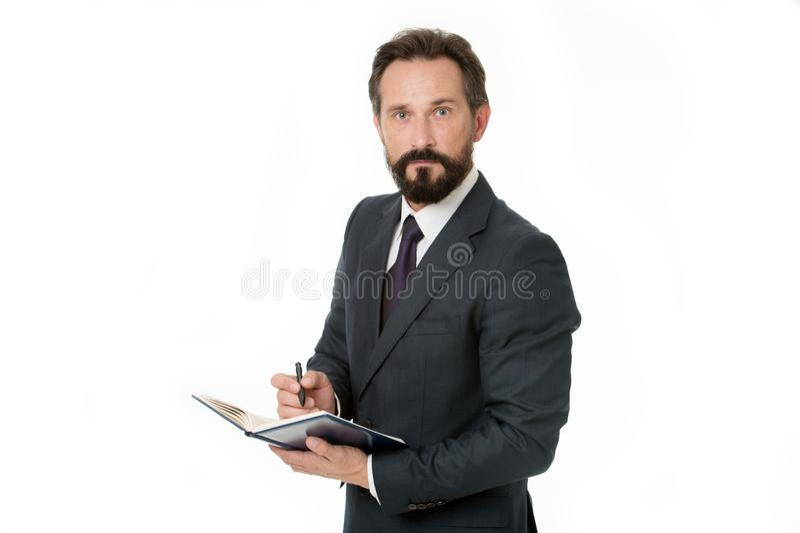 商人计划日程表举行笔记薄 时间安排和组织的技巧 人有胡子的经理被集中的面孔 免版税图库摄影