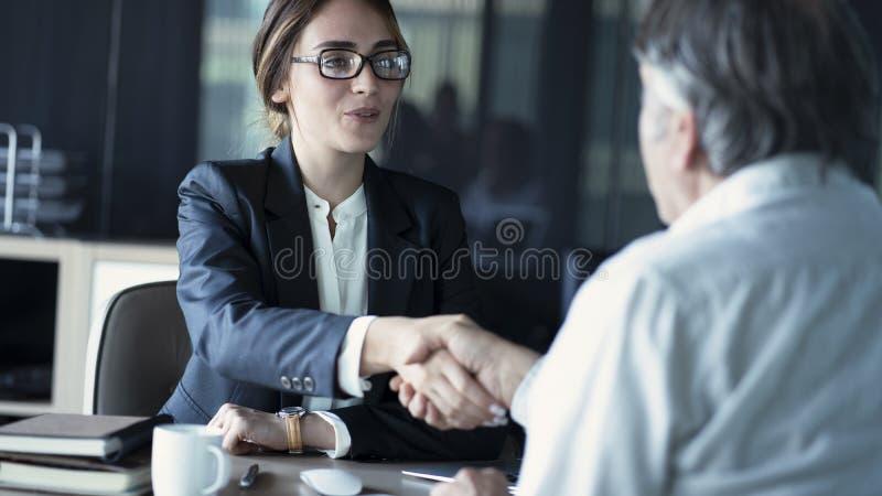商人讨论顾问概念 免版税库存图片