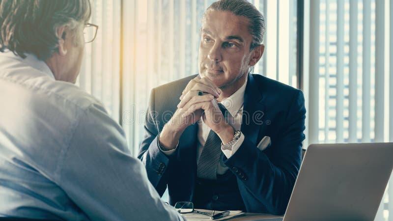商人讨论顾问概念 免版税库存照片