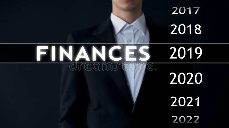 商人选择关于虚屏的2019财务报告,金钱统计 库存图片