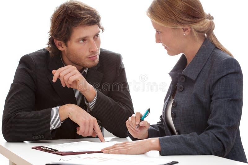 商人说服对签合同 免版税库存图片