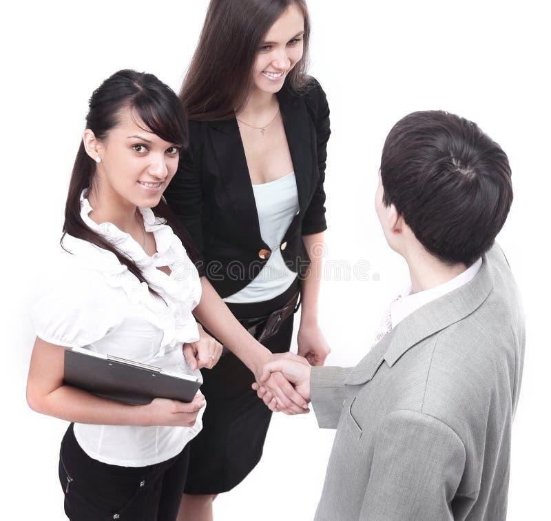 商务伙伴在谈话前握手 库存照片
