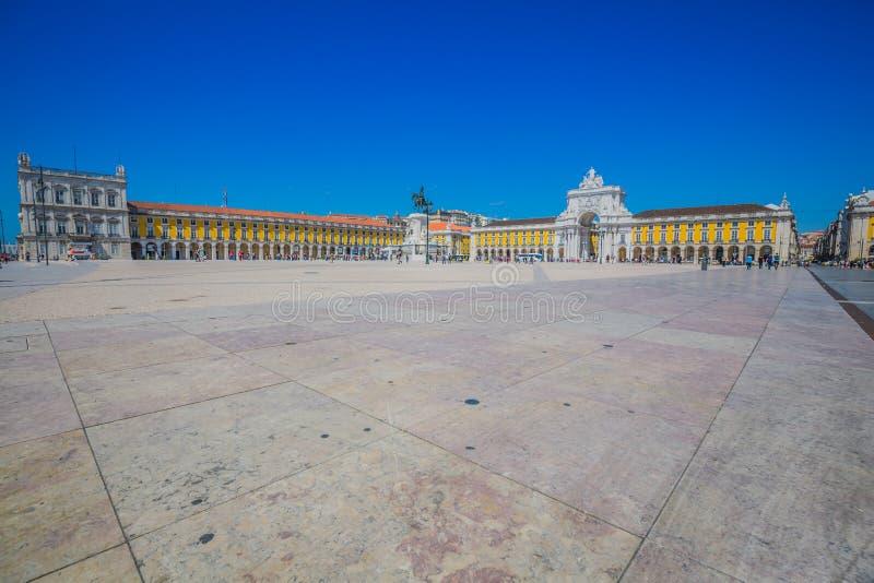 商务方形的Praca在里斯本,葡萄牙做Comercio 库存照片