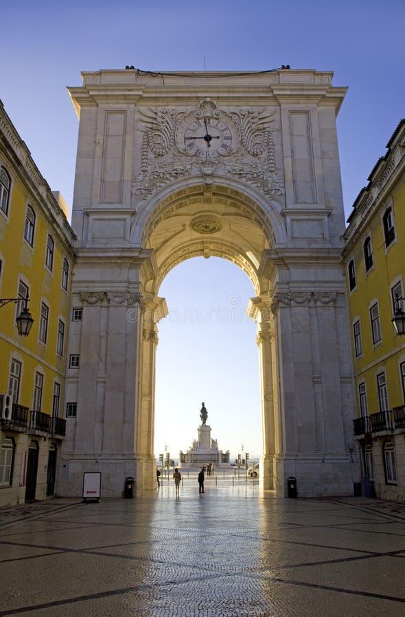 商务正方形宫殿里斯本葡萄牙雕象穿上何塞,曲拱资本的大臣 库存照片