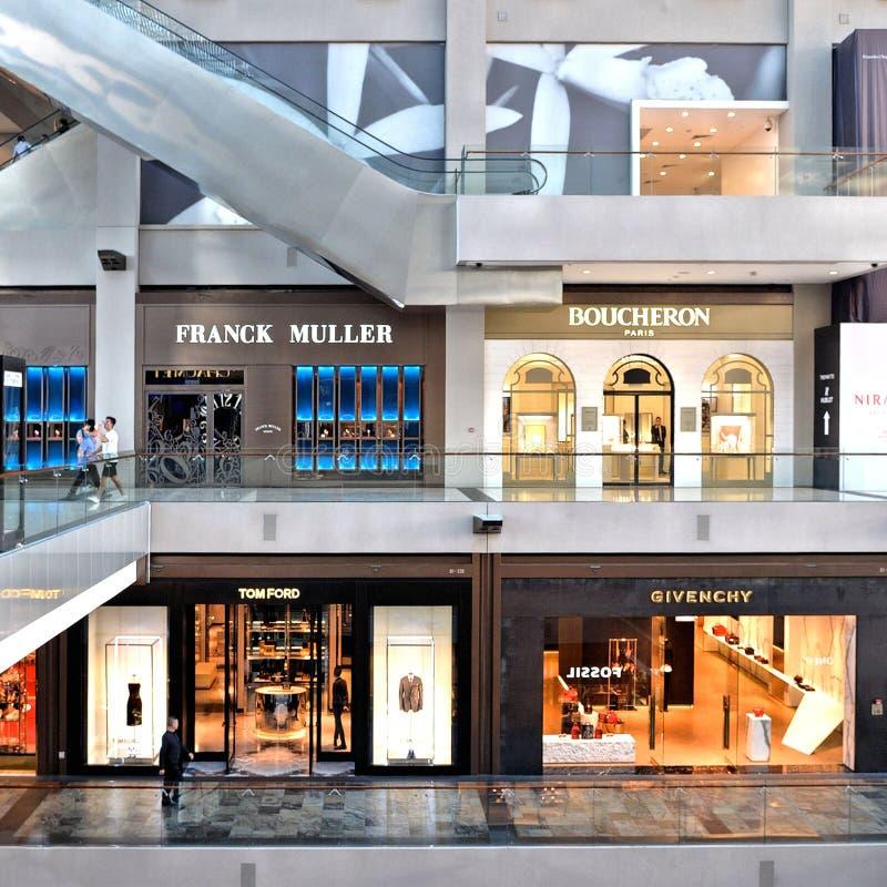 商店的内部在小游艇船坞海湾沙子,新加坡` s最大的豪华商城的 免版税库存照片