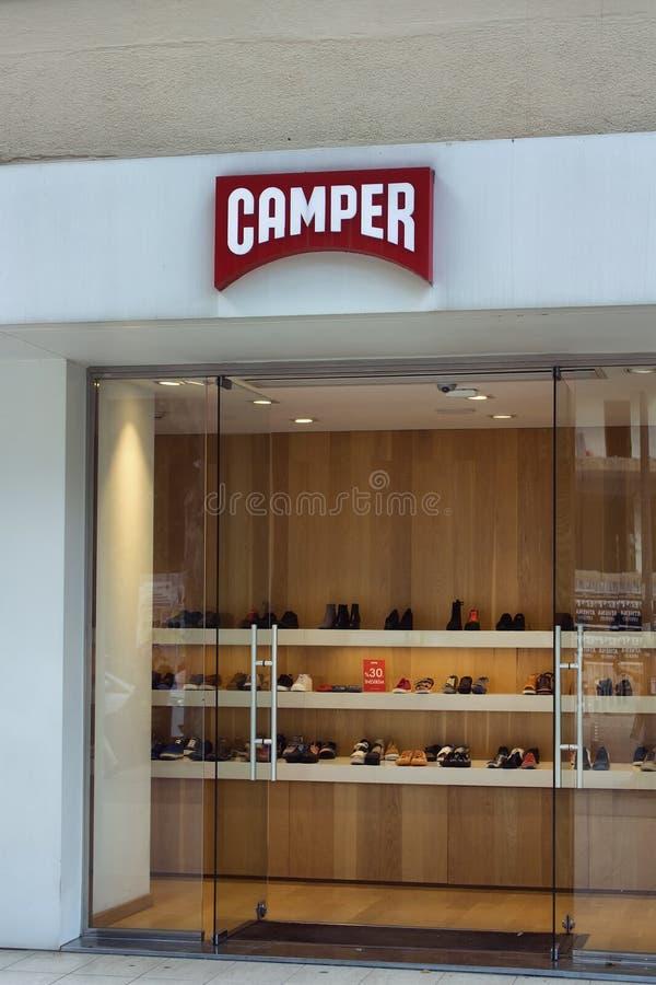商店观点的鞋类公司 免版税库存图片