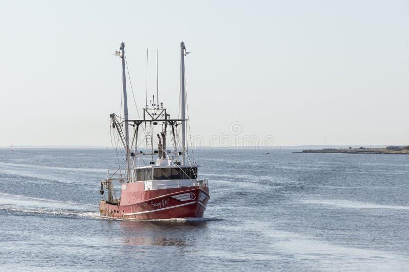 商船'新贝德福德号'从秃鹰湾出海的'野蛮女孩' 免版税图库摄影