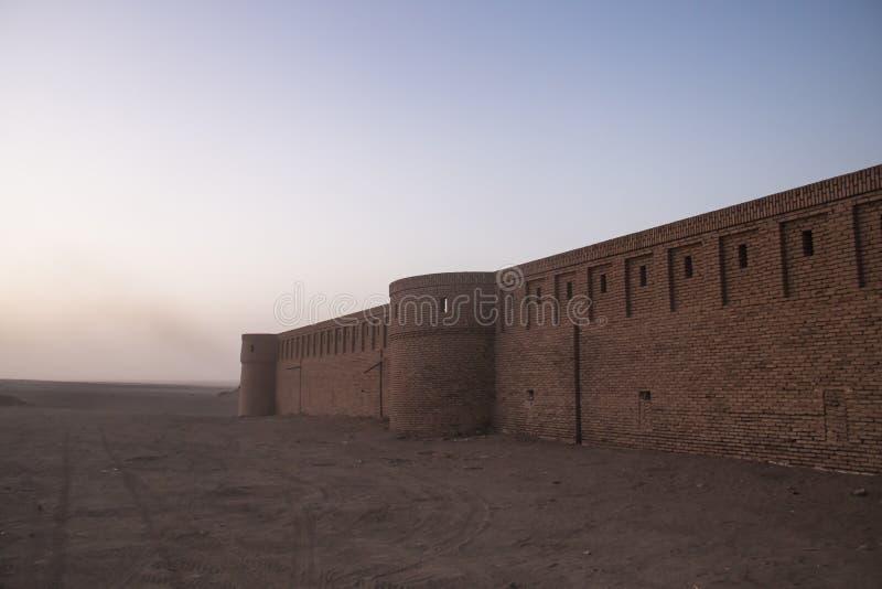 商队投宿的旅舍在喀山,伊朗附近的沙漠 库存照片