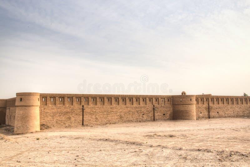 商队投宿的旅舍在喀山,伊朗附近的沙漠 库存图片