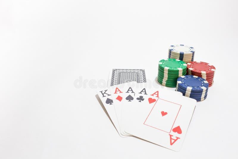 啤牌,四一点,在白色背景的芯片的手 库存图片