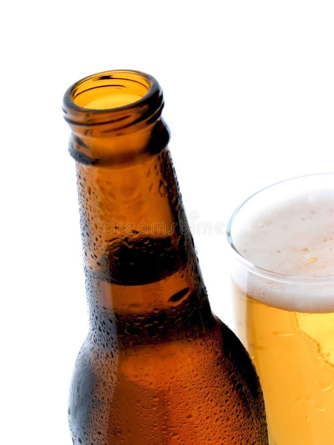 啤酒上色金黄 库存照片