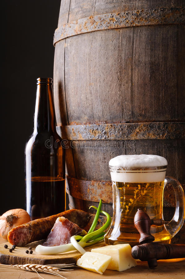 啤酒仍然食物生活 免版税库存图片