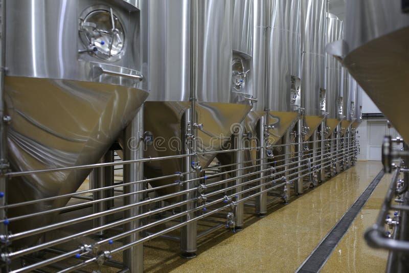 啤酒厂修造的内部,烹调罐的容器 免版税库存照片