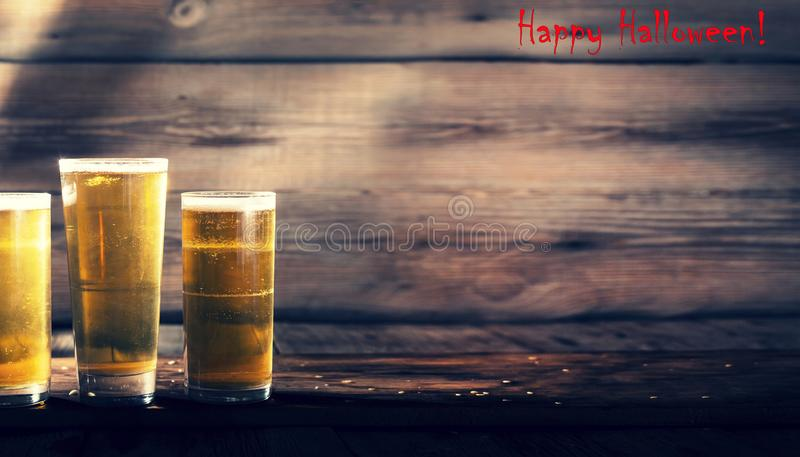 啤酒厂的神秘的微明 万圣节 库存照片