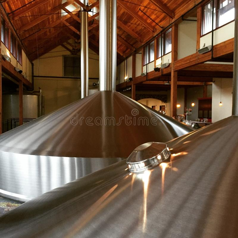 啤酒厂饲料大桶 库存照片