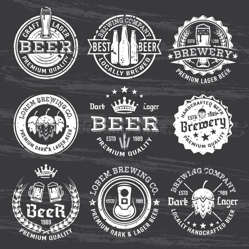 啤酒和啤酒厂导航在黑暗的白色象征 皇族释放例证