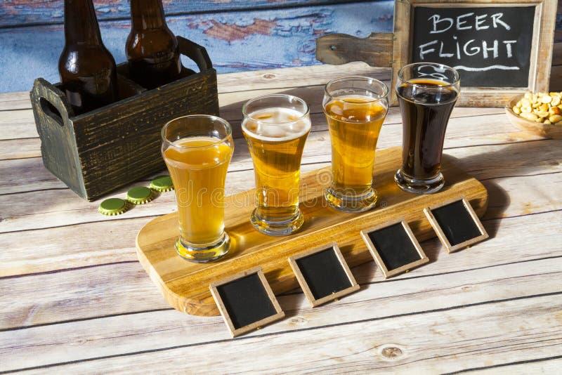 啤酒品尝 免版税库存照片