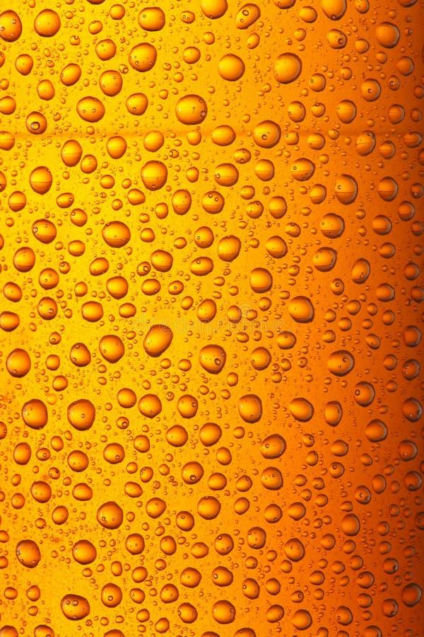 啤酒小滴橙黄色 免版税库存照片