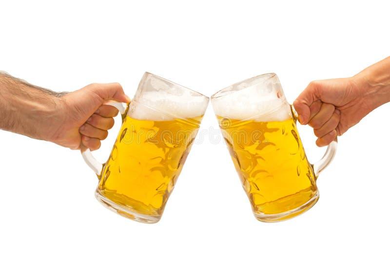 啤酒手欢呼 免版税库存图片
