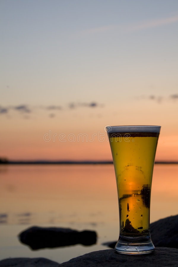 啤酒日落 库存图片