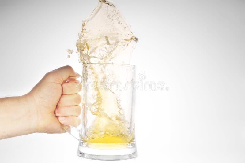 啤酒现有量藏品杯子飞溅 库存图片