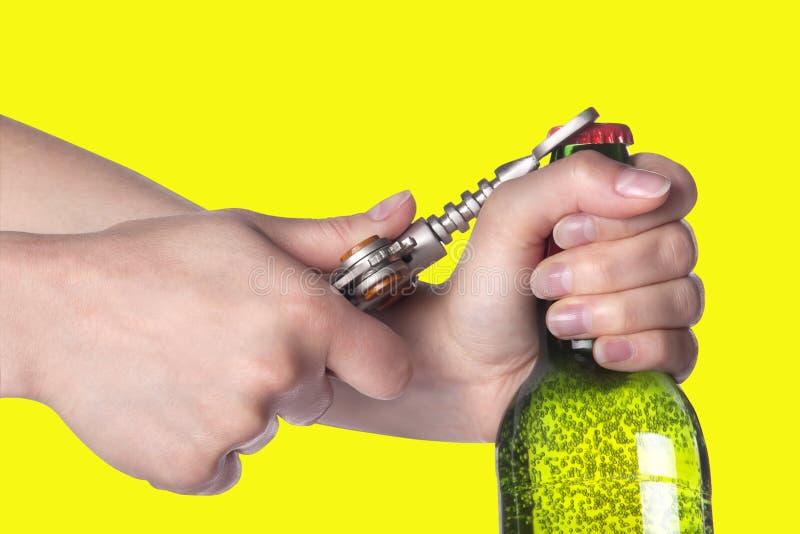 啤酒瓶现有量金属开启者空缺数目 免版税库存图片