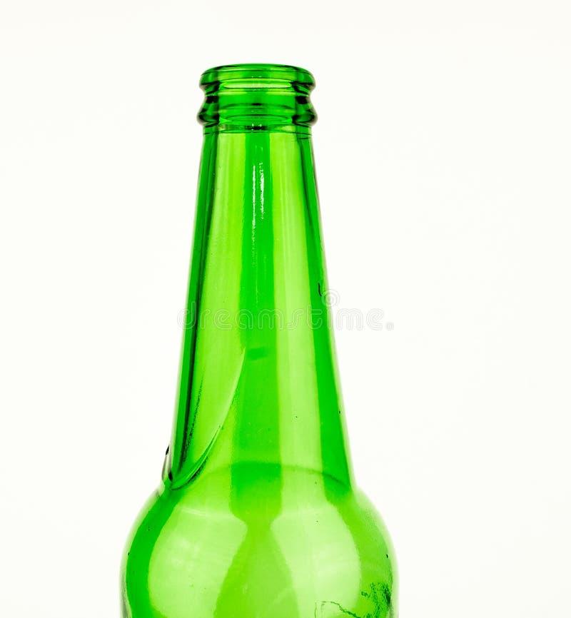 啤酒瓶绿色玻璃背景,玻璃纹理/绿色瓶/啤酒瓶与下落的在白色背景 库存图片