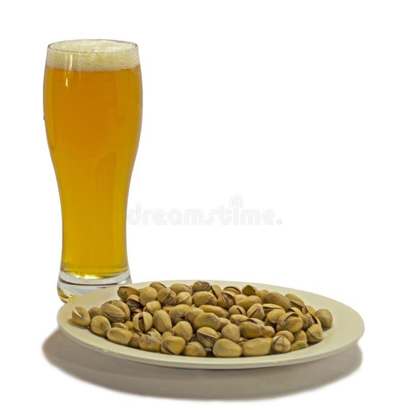 啤酒用开心果 免版税库存图片