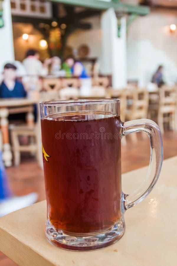 啤酒的杯在一家餐馆在塔林,Eston 库存图片