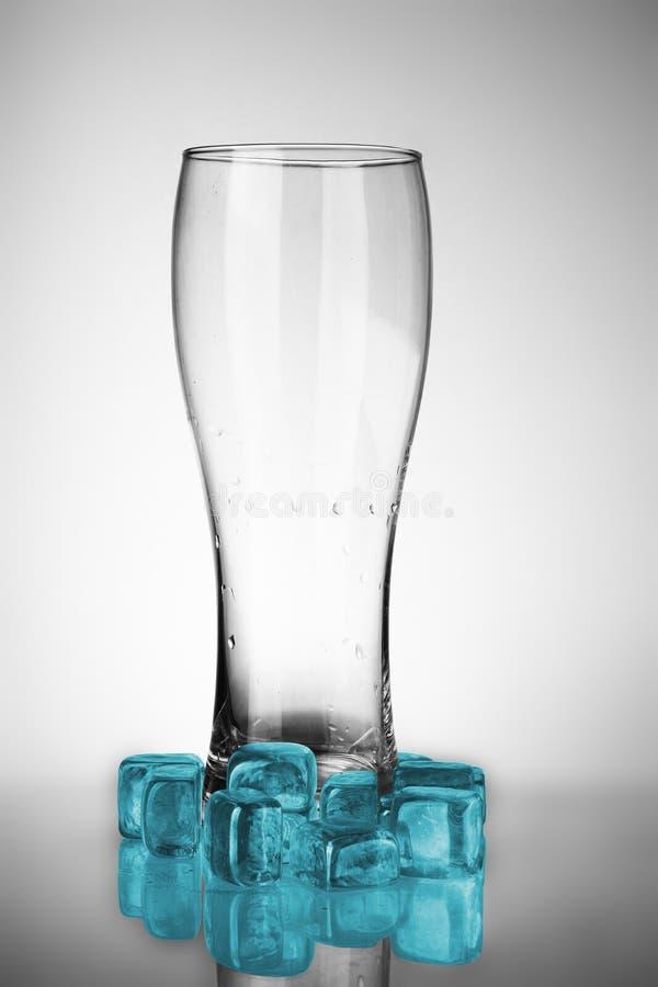 啤酒空的杯子 免版税库存照片