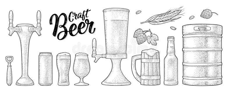 啤酒设置了与木杯子,轻拍,玻璃,蛇麻草,瓶 板刻 向量例证