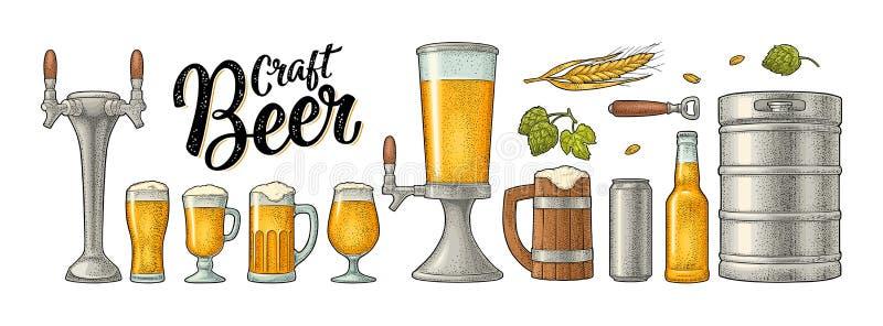 啤酒设置了与木杯子,轻拍,玻璃,蛇麻草,瓶 板刻 库存例证