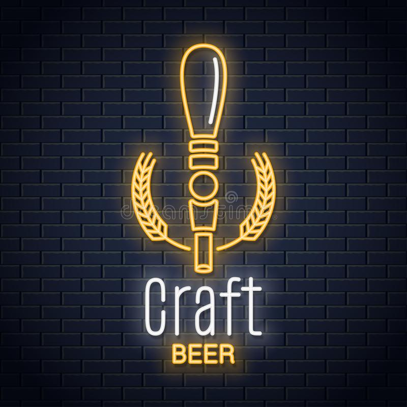 啤酒轻拍霓虹商标 工艺啤酒在黑背景的霓虹灯广告 皇族释放例证