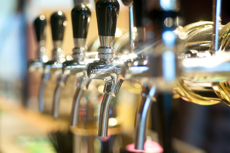 啤酒轻拍 免版税库存照片