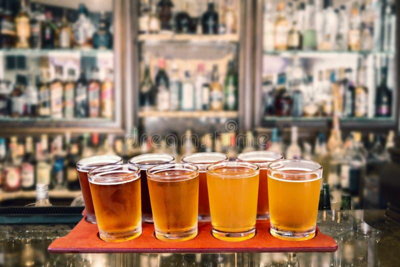 啤酒飞行 库存照片
