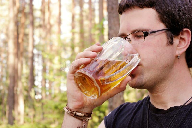 啤酒饮用的人 库存照片