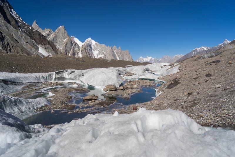 喀喇昆仑山脉山环境美化在K2迁徙的区域,巴基斯坦 库存照片