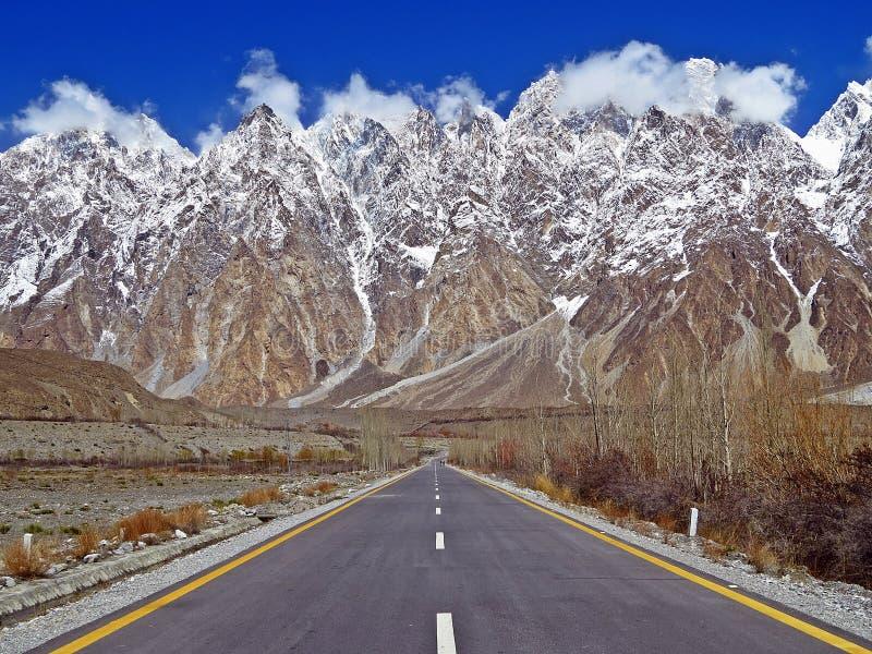 喀喇昆仑山脉高速公路,巴基斯坦 免版税库存照片