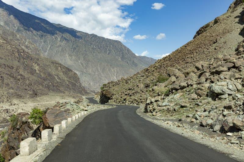 喀喇昆仑山脉高速公路, Chillas, Diamer,基尔吉特Baltistan,北Pakista 免版税库存照片