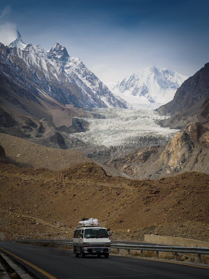 喀喇昆仑山脉高速公路gracier视图的passu 免版税库存照片