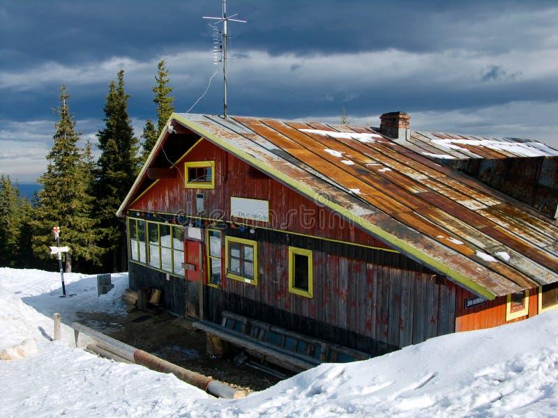 喀尔巴阡山脉的瑞士山中的牧人小屋山 图库摄影