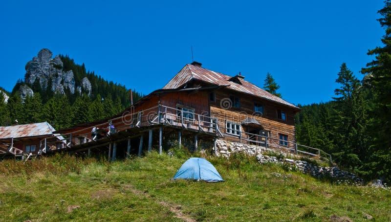 喀尔巴阡山脉的风雨棚 免版税库存照片