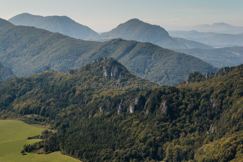 喀尔巴阡山脉的山顶视图 免版税图库摄影