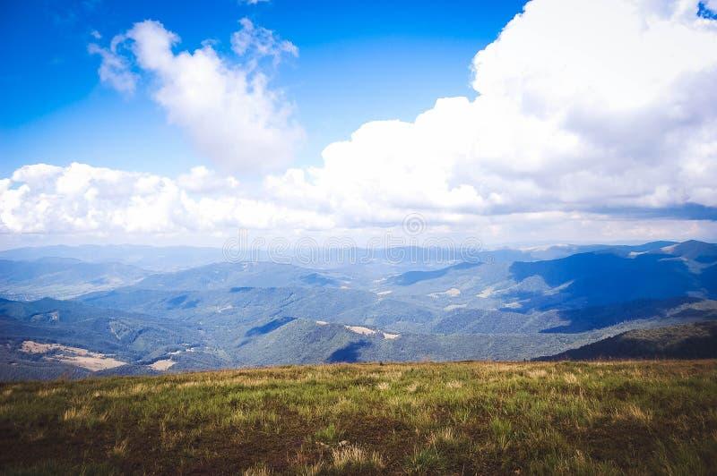 喀尔巴阡山脉的明亮的风景 库存图片