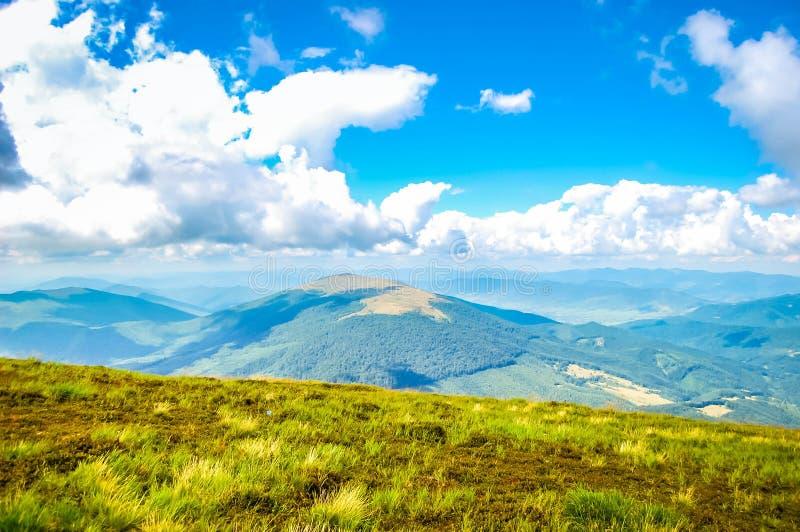 喀尔巴阡山脉的明亮的风景 免版税库存照片