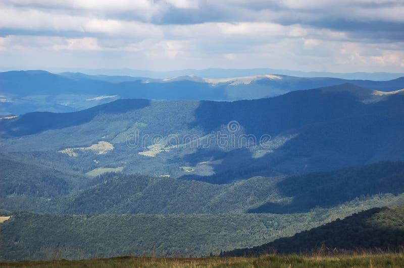 喀尔巴阡山脉视图 免版税库存图片