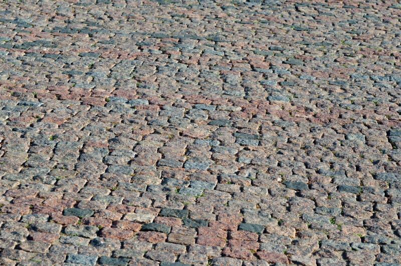 喀山克里姆林宫的石铺的棕色路 库存图片