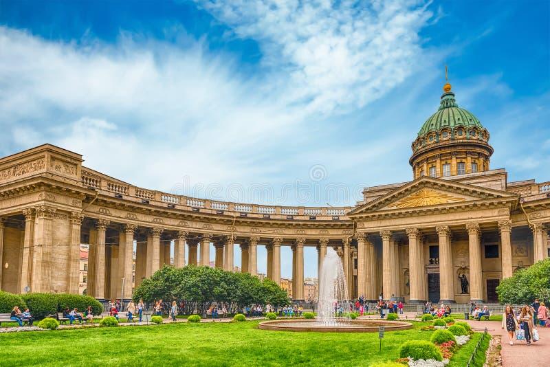 喀山大教堂门面和柱廊在圣彼德堡, Russi 免版税库存照片