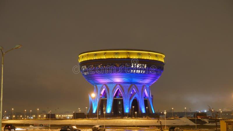 喀山的家庭中心,夜照明设备 喀山注册处 弯脚的 免版税库存照片