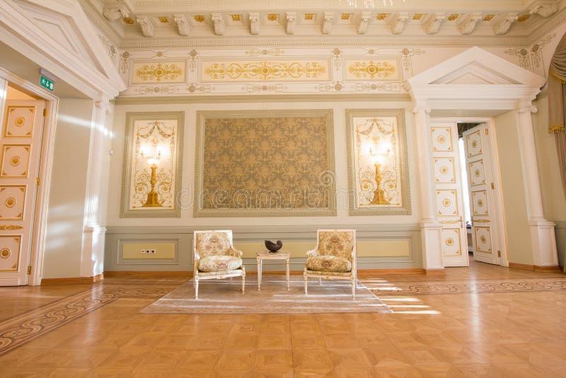 喀山,俄罗斯- 2017年1月16日,香港大会堂-豪华和美好的旅游地方-在内部的古家具 免版税库存图片
